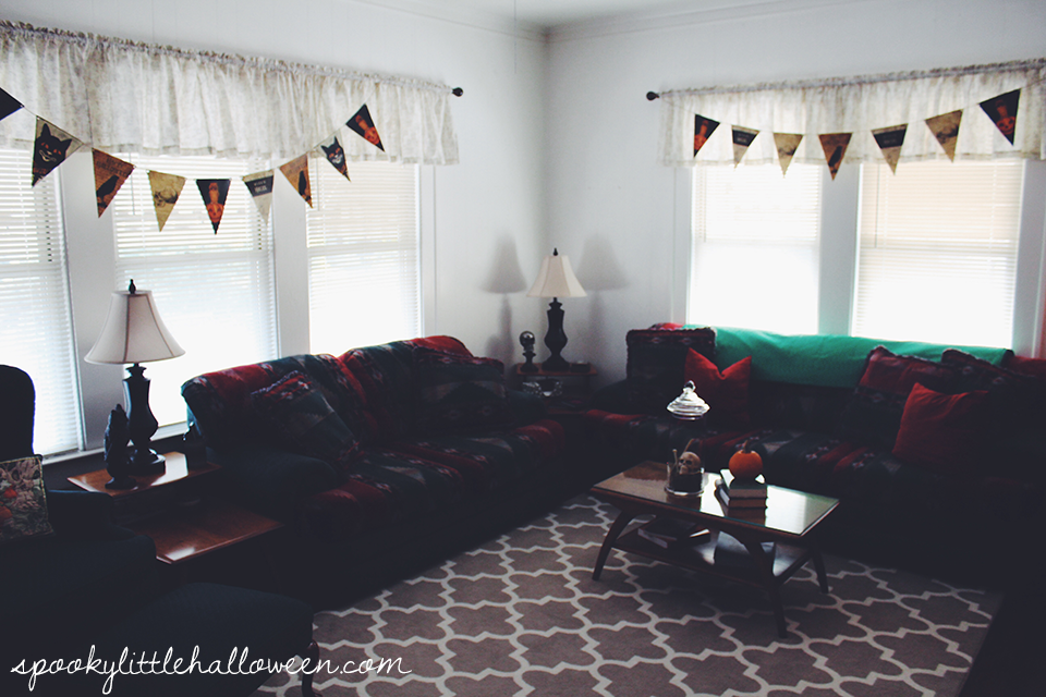 A Halloween home tour: take a peek inside my living room to see how I decorate for October 31 | spookylittlehalloween.com