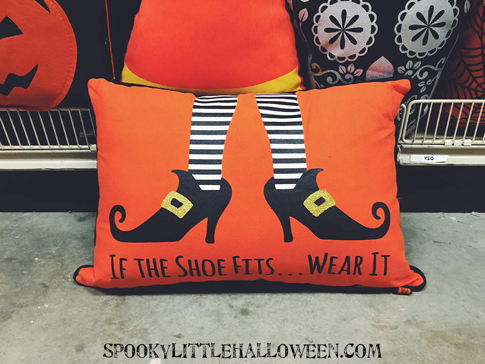 witch-shoe-pillow