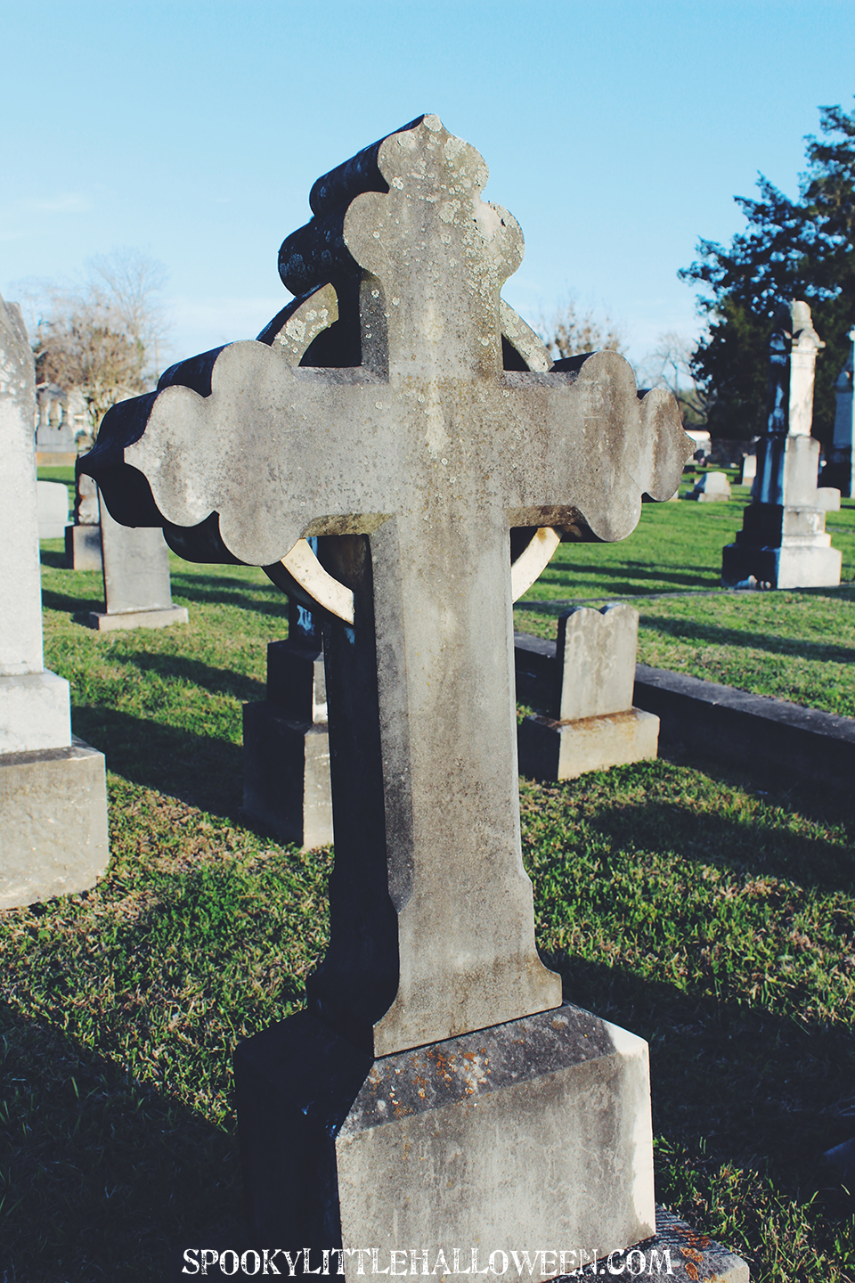 I love wandering old cemeteries, and seeing the beauty of Catholic Cemetery No. 1 in Victoria, Texas was no exception! Take a virtual tour.