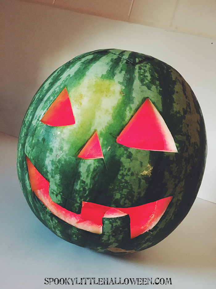 Summertime and the living is...anything but spooky! What's a Halloween lover to do? Make her own summer jack-o-lantern, of course! Here's how.