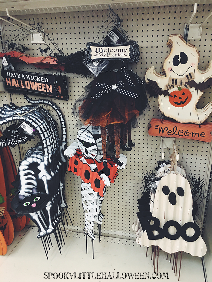 if i had a spooky garden that mummy yard stake would be in it you dont see mummies in halloween decor very often - Big Lots Halloween