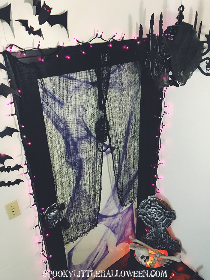 Looking for ideas for how to make the entrance of your home extra creepy? See how I put together my spooky front door for Halloween 2017 with a little help from my friends at Party City + my 3 easy tips to create your own
