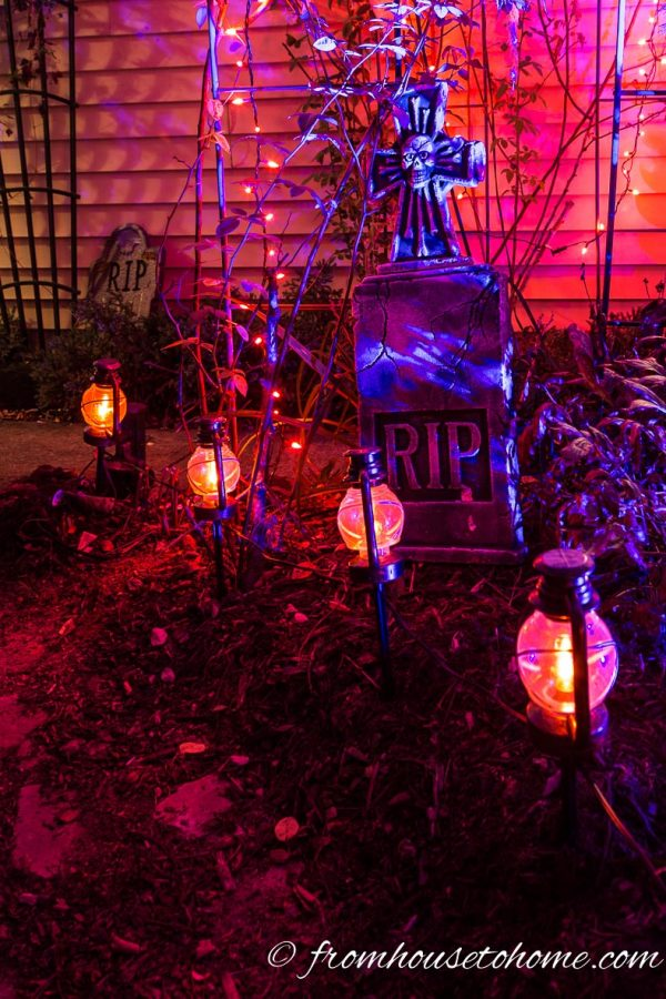 11 Killer Outdoor Halloween Decorating Ideas - Spooky Little ... on lighting ideas for small spaces, lighting ideas for backyard, lighting ideas for a wedding, lighting ideas for a party,
