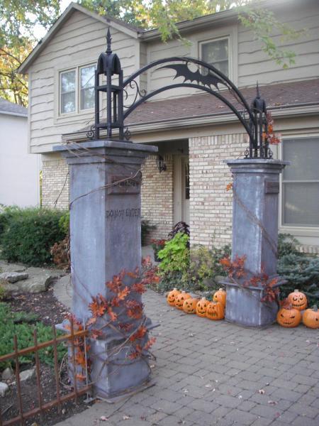 Amazing 11 Killer Outdoor Halloween Decorating Ideas Spooky Little Halloween Door Handles Collection Olytizonderlifede